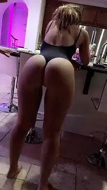 Smoking Dabs, Shaking Butt