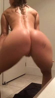 Twerking after a shower ♥︎