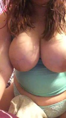 Big 'Ol tittys riding her pillow