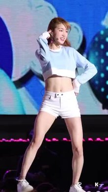 ZN (Laboum) displays her goddess abs.