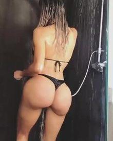 latina fake booty