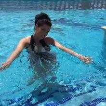 Ewa Sonnet, a pool, and a broken zip...