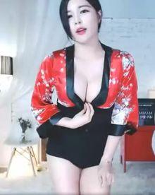 Nice Asian Cleavage