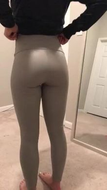 u/light_of_aya forgot to wear her panties during yoga class